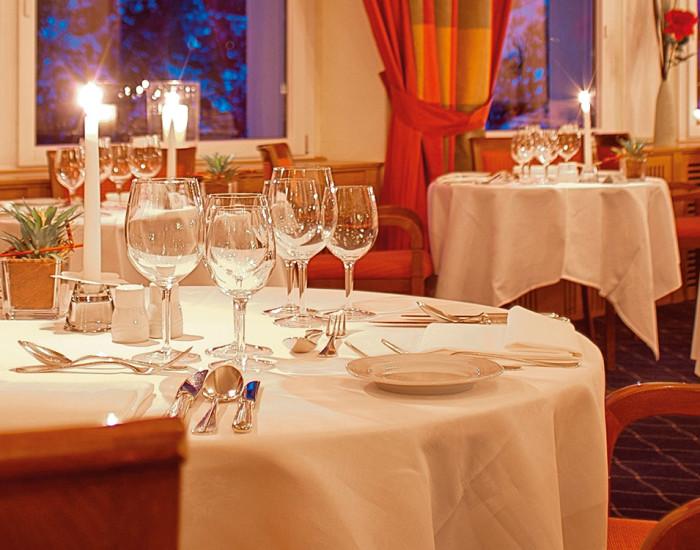 Halbpension im Hotel Prätschli in Arosa mit reichhaltigem Frühstücksbuffet und täglich wechselnden Menüs.