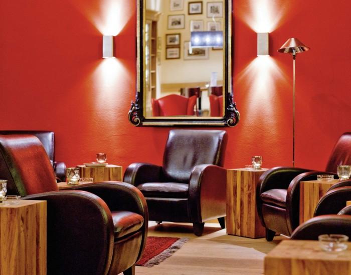 Feine Zigarren und Drinks für Raucher: die Smoker Lounge im Hotel Prätschli in Arosa.