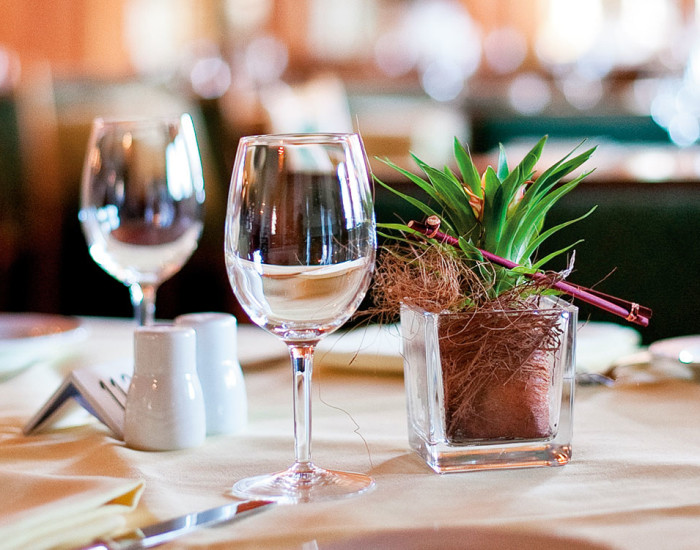 Das Tagesrestaurant Serenata im Hotel Prätschli, Arosa, mit fester Speisekarte und Tagestellern.