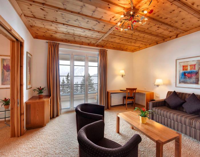 Geräumige Zimmer für die ganze Familie: die Wohnschlafzimmer im Hotel Prätschli in Arosa.