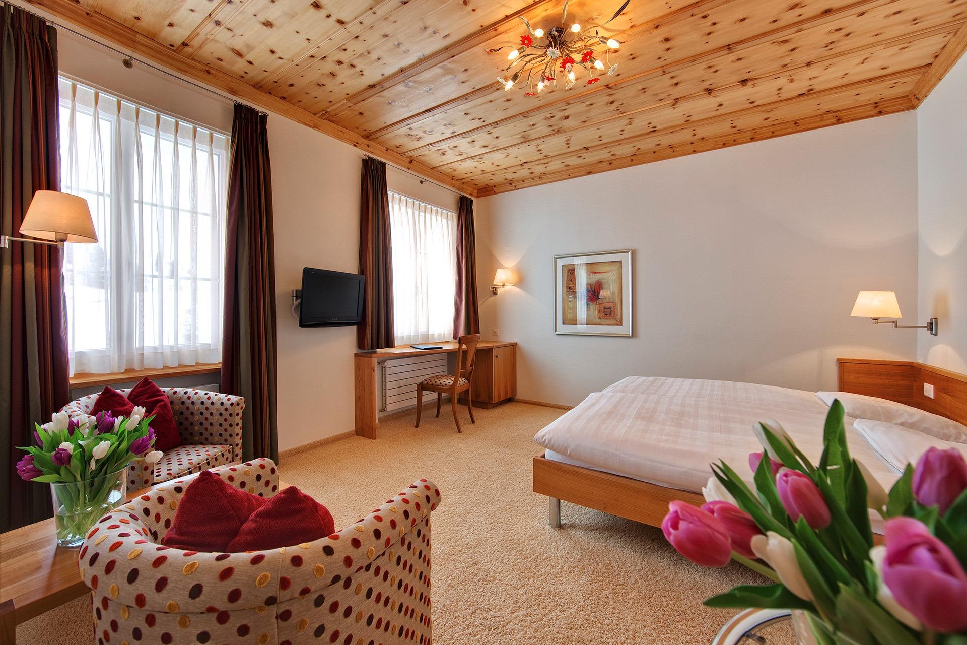 Doppelzimmer mit bester Ausstattung im Hotel Prätschli in Arosa.